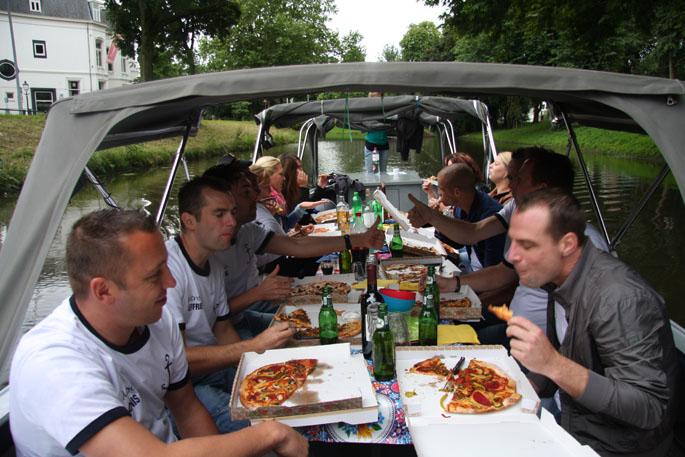 Bbq Boot Utrecht.Pizza Boot Utrecht Vers Gebakken Pizza S Aan Boord In Utrecht